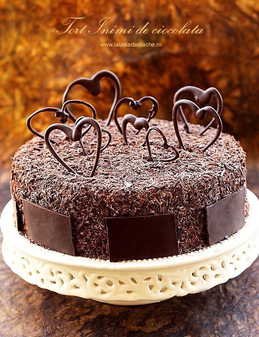 Tort Inimi de ciocolata - retete culinare torturi. Reteta tort Inimi de ciocolata. Reteta blat de tort. Reteta crema de branza cu piersici.