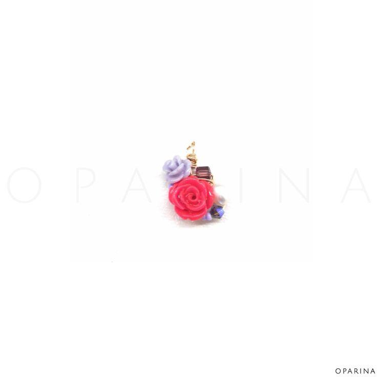 Dijes de Rosas en Resina Decorados a Mano en Oparina. #oparina #handmade #rosa #rose #gypsy #boho #trendy #madewithstudio