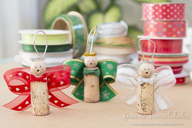 Angelitos navideños con corchos y cintas ♪♪Teresa Restegui http://www.pinterest.com/teretegui/♪♪