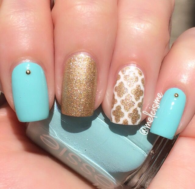 """Essie """"Blossom Dandy"""" with a Moroccan accent nail"""