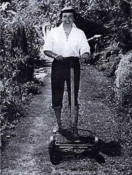 Betty MacDonaldová, nar. Anne Elizabeth Campbell Bard (26. března 1908 Boulder, Colorado - 7. února 1958 Washington) byla americká spisovatelka, autorka memoárových románů - její romány byly vesměs autobiografické.