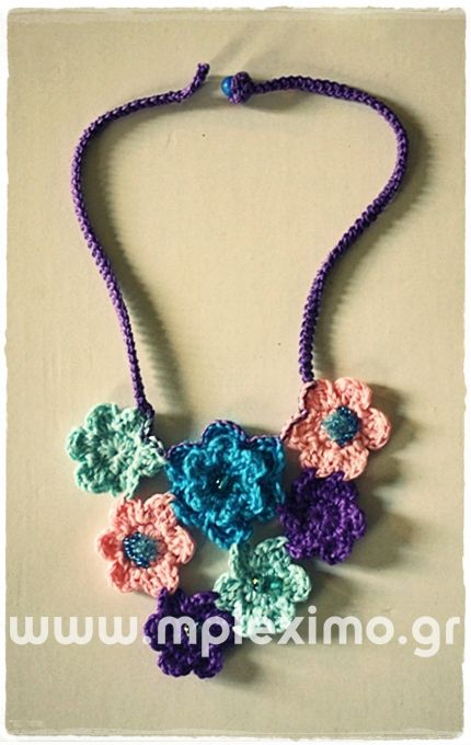 crochet flowers necklace, from mpleximo.gr
