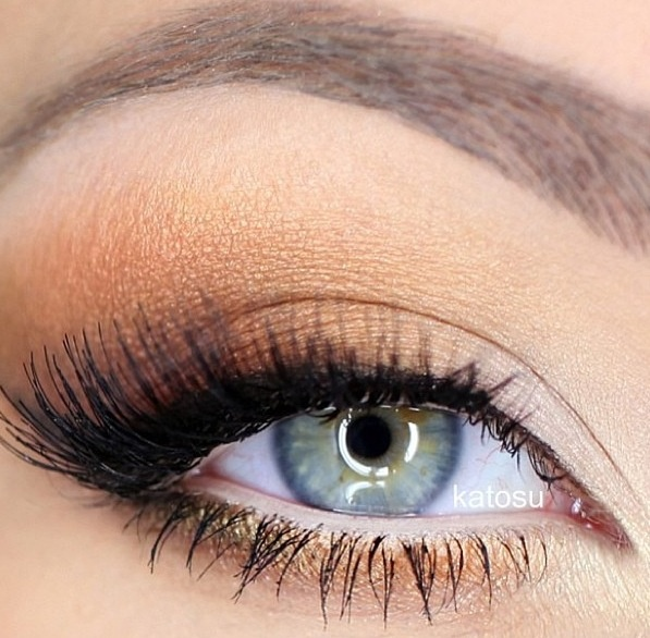 Peachy gold eye makeup
