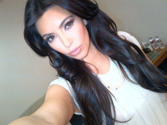 Kim Kardashian vai lançar um livro só com selfies http://angorussia.com/noticias/mundo/kim-kardashian-vai-lancar-um-livro-so-com-selfies/