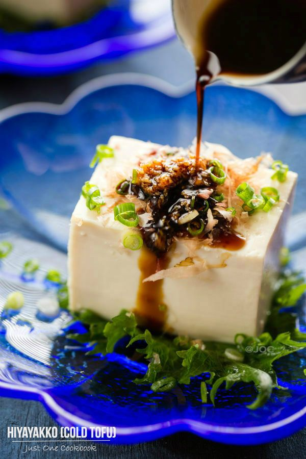Japanese Chilled Tofu (Hiyayakko) 冷奴