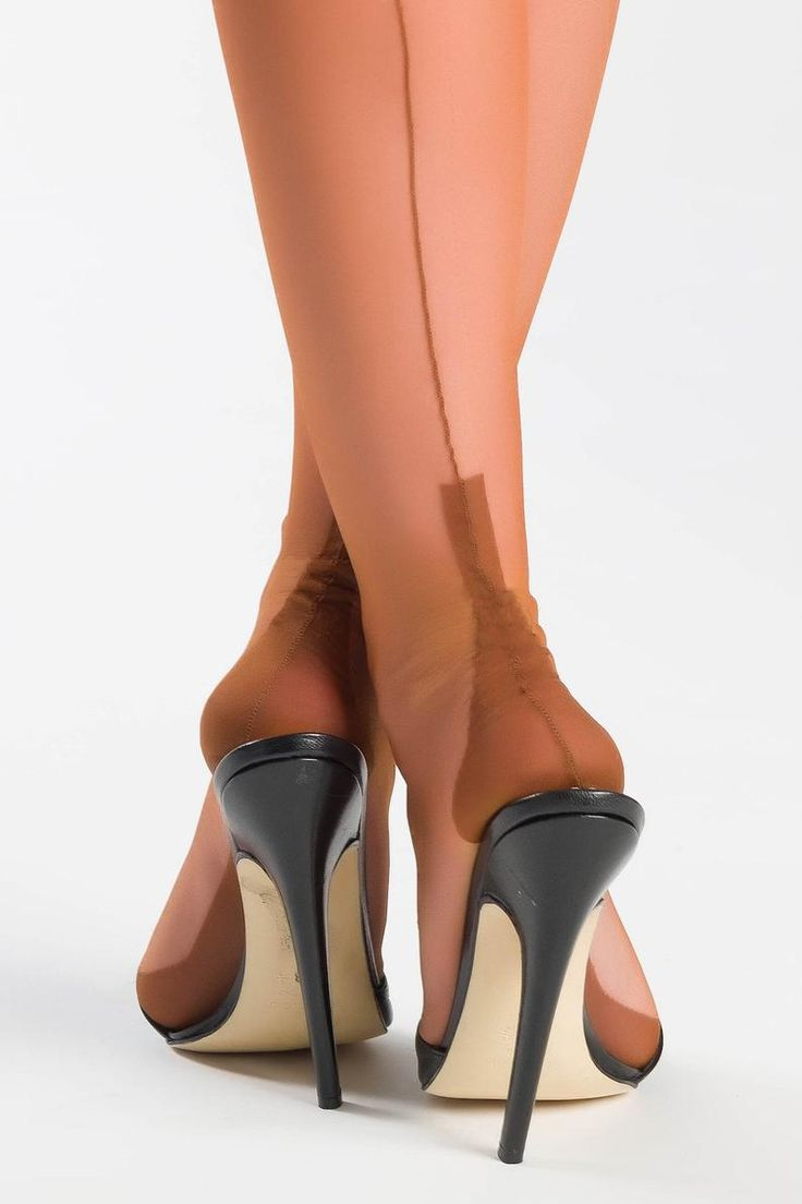 The Vintage Lady of Lincoln: New to Seamed Stockings? Here