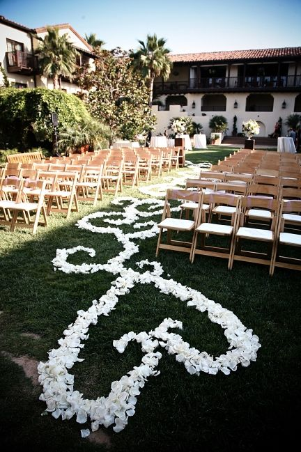 For great wedding ideas follow Absolutely Events