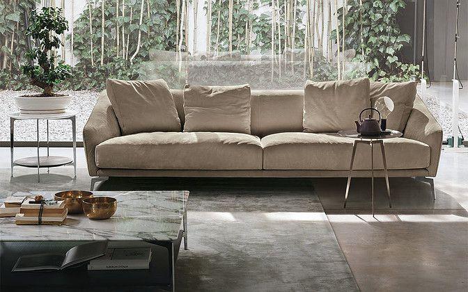 Crea un ambiente cálido y sofisticado con el sofá Land de la firma Alivar. #Interiores #Alivar #Sofá #Sofisticado #Atelier #Casa #Bogotá #Caracas