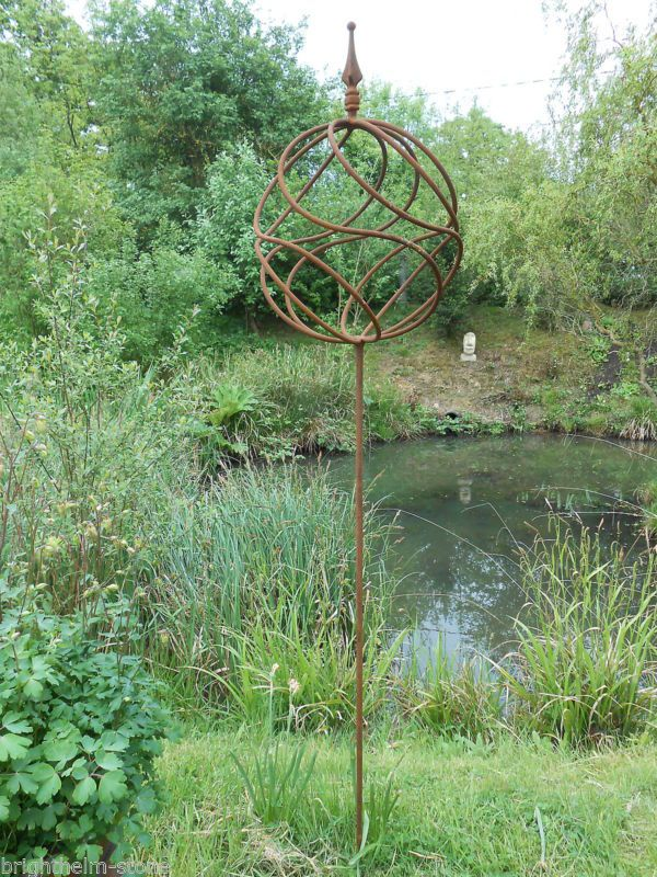 METAL GARDEN SCULPTURE ANTIQUE STYLE RUSTY METAL OBELISK DECORATIVE BALL ON POST