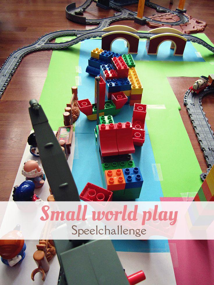 Small world play: bouw een kleine wereld na voor je peuter, kleuter of kind om mee te spelen. Wij gingen voor een Thomas de Trein bij-de-rivier-tafereel. Onderdeel van een speelchallenge. van: www.mizflurry.nl