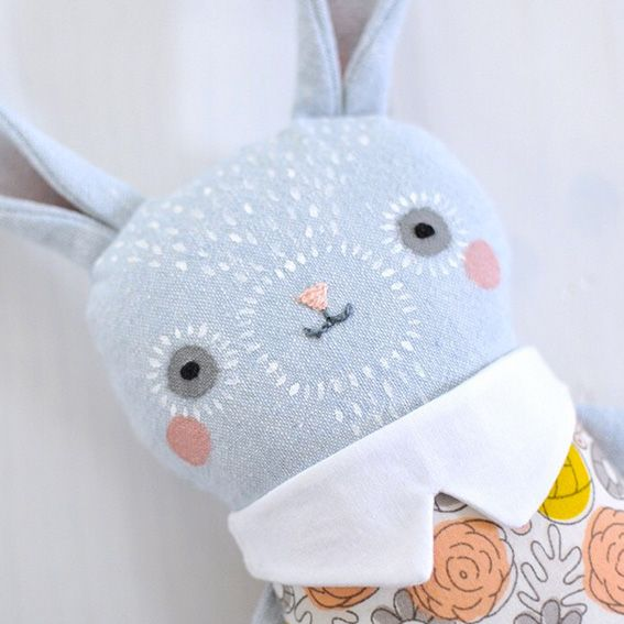 Ok how super beautiful are these handmade soft toys by mother/daughter duo Ez & Kaia Pudewa? They run a business called Petit Pippin and they lovingly des