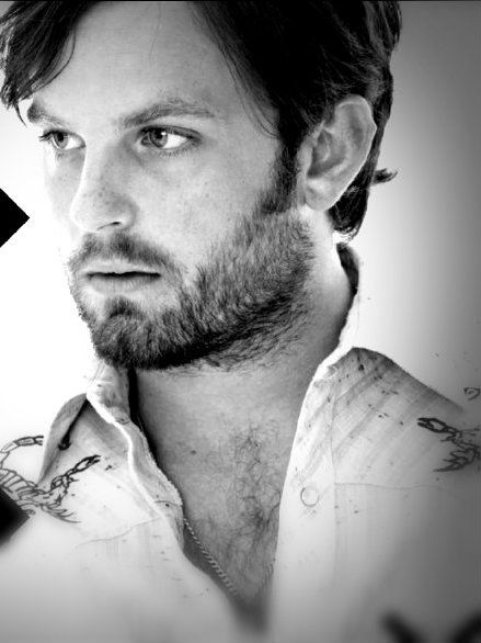 Anthony Caleb Followill... those eyes, that mouth