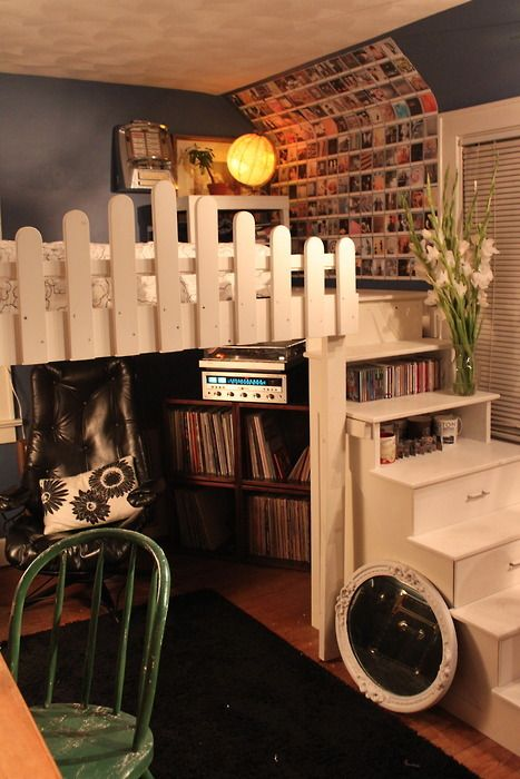 Ideas for Madison's loft bed...she wants a large rail and desk area with bookshelves....