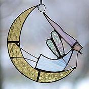 Купить или заказать Ангелы витражные.Стекло, металл в интернет-магазине на Ярмарке Мастеров. Ангел - стеклянная,витражная фигурка. Настоящий, маленький витраж. Ангелочки музыкальные, с дудочками. Сделаны из витражного стекла и металла.Стекло очень красиво смотрится на просвет, на окне или лампе.(цена за одного ангелочка) Делайте подарки себе и своим близким!