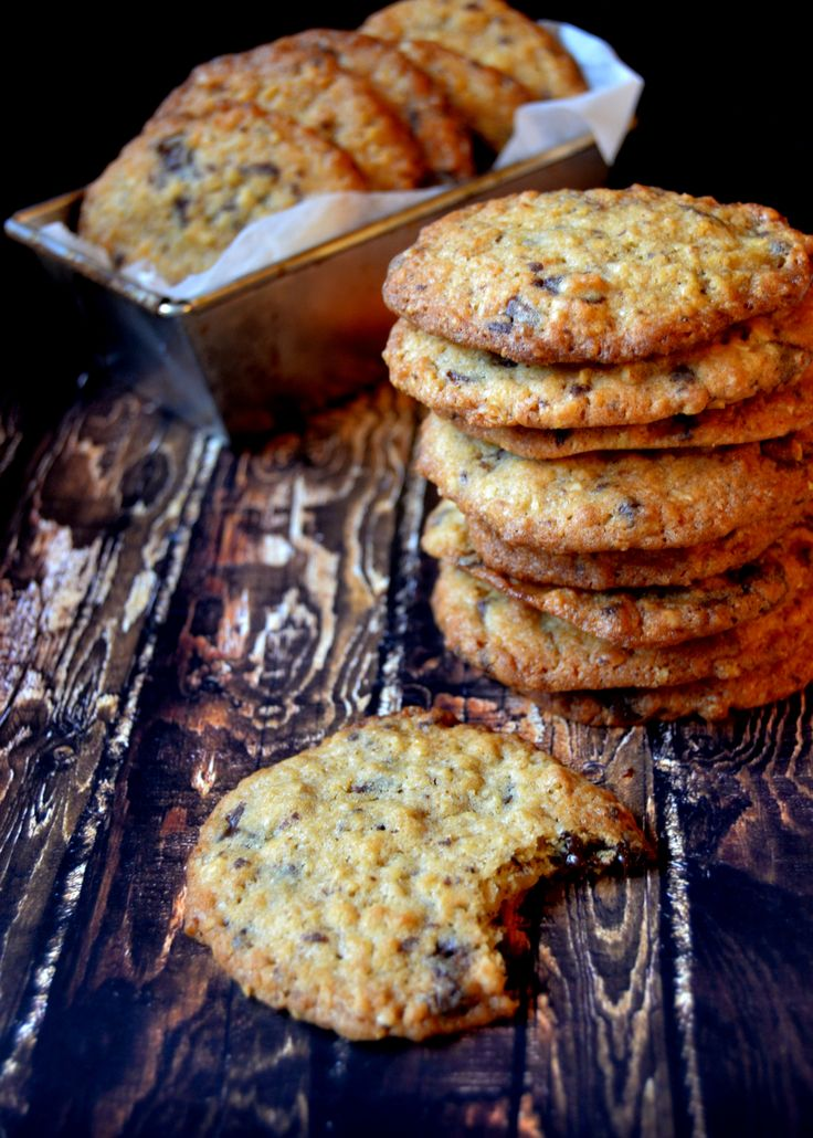 Chocolate chip oatmeal cookies, oh.. <3  http://herkkuhovi.blogspot.fi/2015/09/chocolate-chip-oatmeal-cookies.html