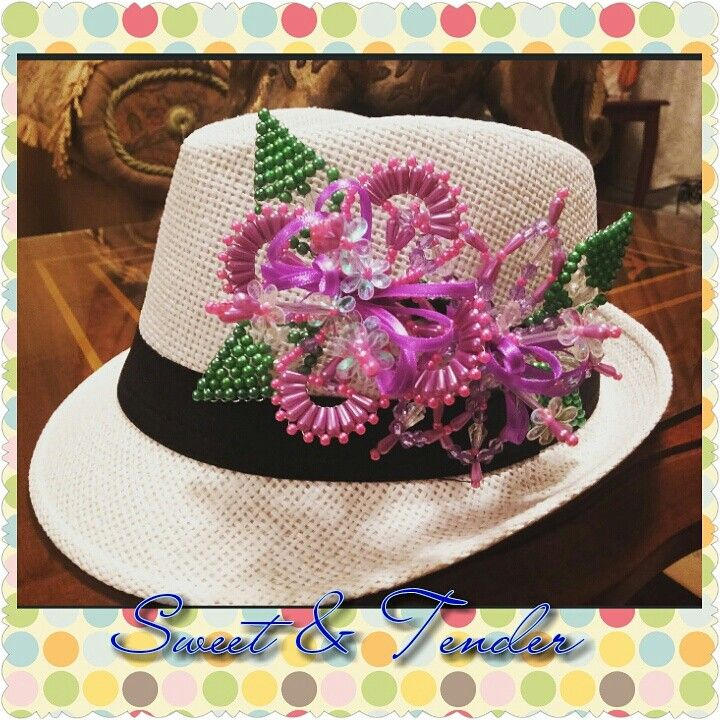 Sombreros decorados con tembleques. https://m.facebook.com/Sweet.tender507