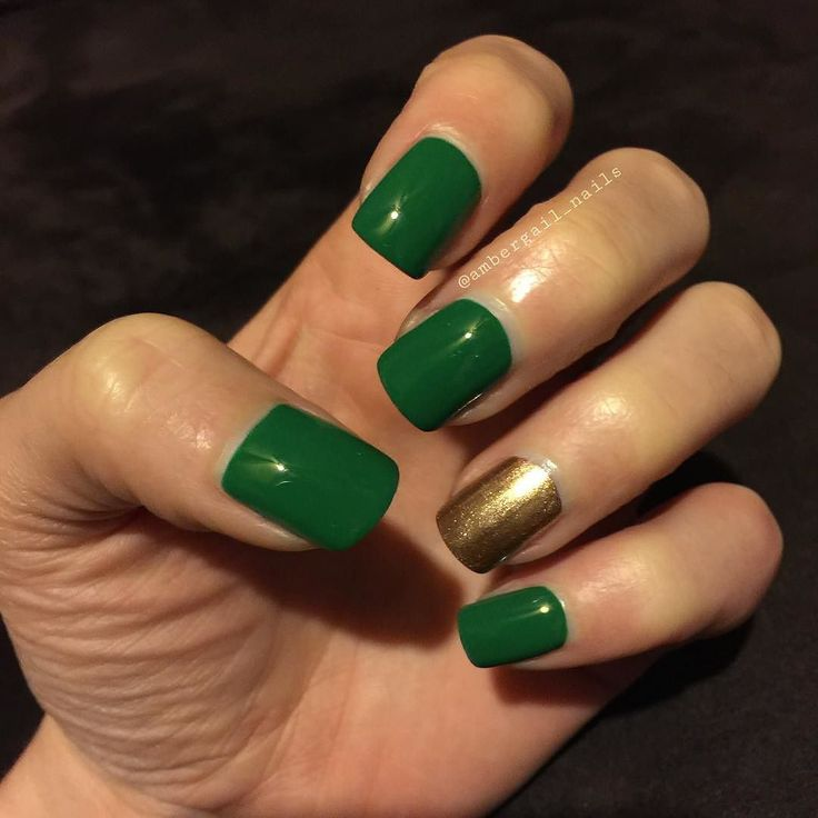 Sally Hansen Insta-Dri I-rush Luck & Go for Gold. Topped with HK Girl. #polishaddict #polish #nailpolish #nails #naturalnails #nailsofinstagram #mynails #manicure #mani #sallyhansen #glistenandglow1 #glistenandglow #green #gold #scra2ch by ambergail_nails