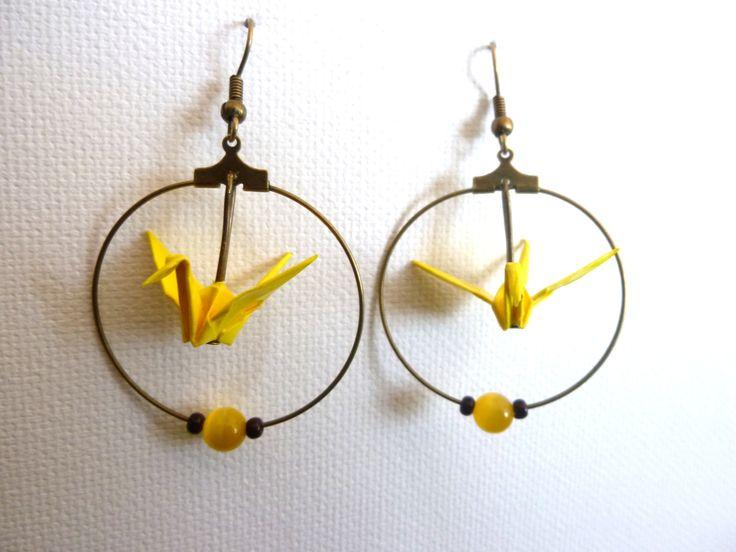 boucles d'oreilles créoles bronzes, origami grues jaunes, et perles