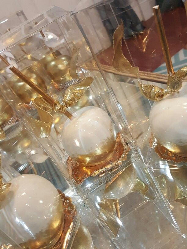 Golden and white candy apples