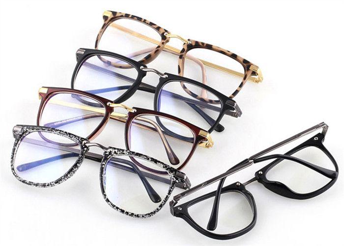 2017年 今年もメガネが人気!毎日眼鏡を愛用するオシャレ女子は、トレンドによってフレームを変えています♡ メイクもトレンドを入れて、周りと差がつくオシャレ女子になりましょう!顔周りを盛るならトレンドめがね! 1.メガネレディース人気メンズ伊達メガネ安い通販メガネアウトレット大きいスクエア型ウェリントン アジア人の顔に相応しい伊達メガネ。 高質のメタル材質を採用、独特な大きいスクエア外観。 ブラックは光沢と無光沢の2種類! 2.伊達眼鏡レディースメンズ超軽量クリアオシャレなダテメガネ大きいメガネフレーム通販男女カップル学生対応 おすすめはクリア色、超大きいフレーム、時下の流行アイテム。 個性的…