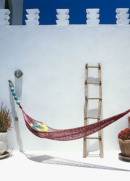 Dar Beida [The white house] in Marocco (good idea: large beads on end of hammock!)
