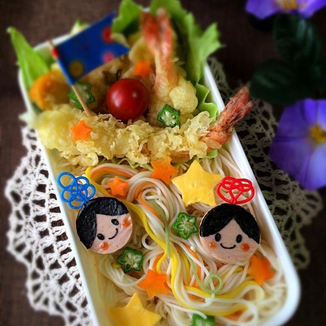 おはようございます☺️ 今日は素麺のお弁当✨ 七夕っぽくしてみました☺️  soraちゃんからいただいたサーモンソーセージを織姫と彦星にしましたよ…