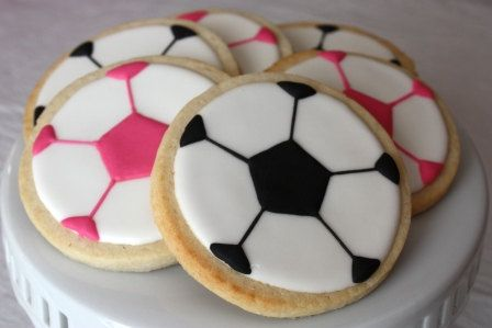 Soccer ball cookies! Oh man...I wish I had the skills to make such clean boundaries for a perfectly proportioned soccer ball!  Amazing!