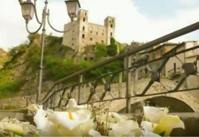"""Carugi in fiore - Infiorata del centro storico e concorso floreale sul tema """"LA CANZONE ITALIANA DAGLI ANNI 60 AGLI ANNI 70""""."""