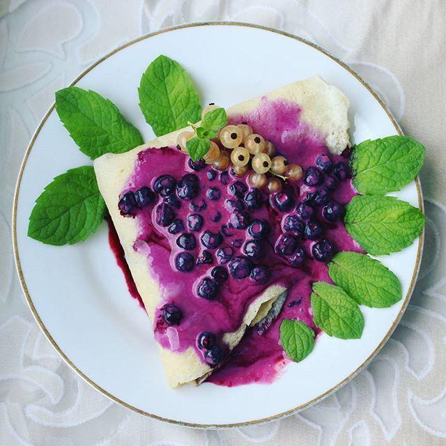 Naleśniki z jagodami #przepisyonline #deser #obiad #słodkości #pyszne #smakołyki #mięta #jedzenie #domowe #jagody #naleśniki #dessert #delicious #yummy #yummyfood #food #foodpic #foodphotography #foodporn #foodie #homade #sweets #tasty #instafood #instagood #healthy #healthyfood #pancakes #blueberries #mint