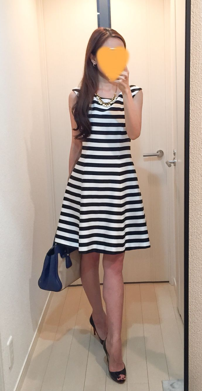 Striped dress: ZARA, Bag: PRADA, Pumps: Christian Louboutin