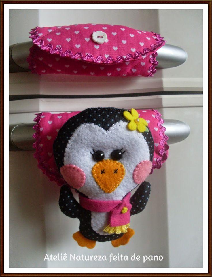 Ateliê NATUREZA feita de pano : Bichinhos de Feltro - Puxador de Geladeira de Pinguim Fêmea com cachecol cor-de-rosa