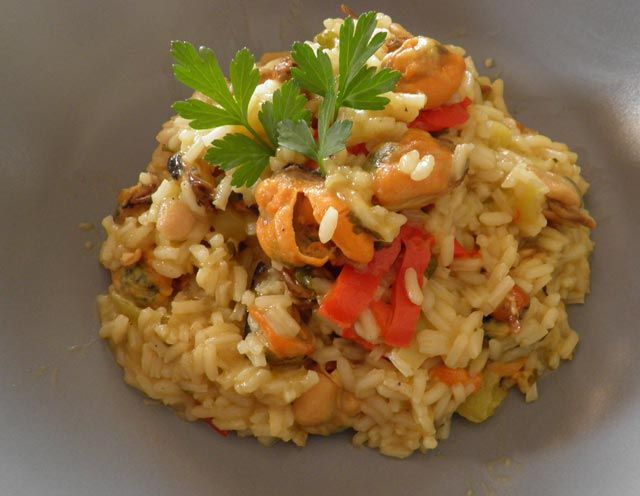 Σήμερα μαγειρεύουμε μυδοπίλαφο.   arive.gr