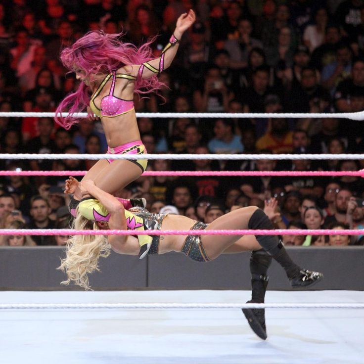 WWE Raw Women's Champion Charlotte vs. Sasha Banks - Raw Women's Championship Match