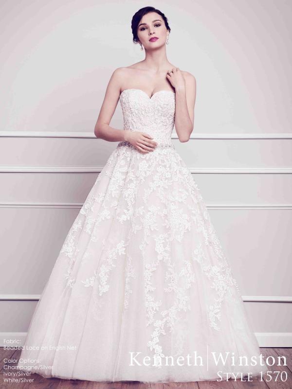 Királylányos báj, nőies formák. #kennethwinston #lace #weddingdress #princess #eskuvoiruha #csipke
