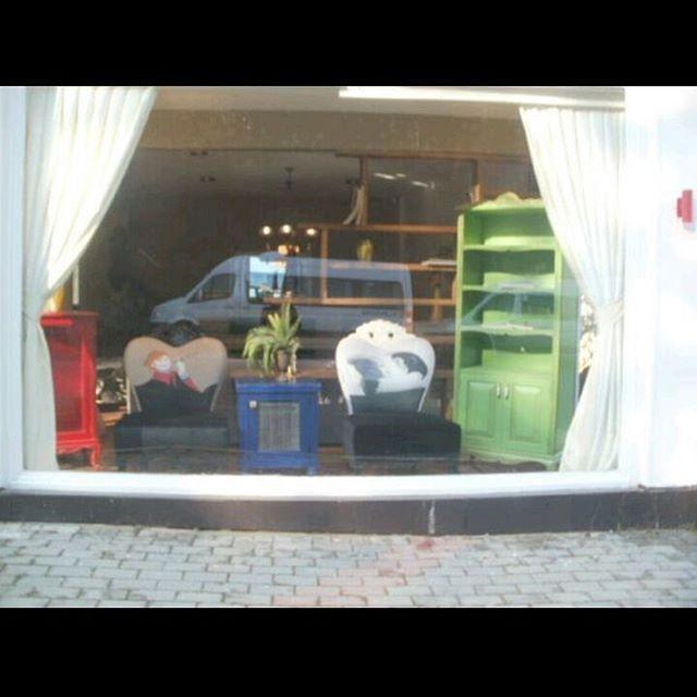 #retro #home #design #tasarım #tarz #uygulama #mobilya #modern #country #rengarenk #kitaplık #berjer #dresuar #masa #sandalye #koltuk #yatakodası #yemekodası #yenileme #mimari #ankara #istanbul #izmir http://turkrazzi.com/ipost/1522039274681019902/?code=BUfXqf9ji3-