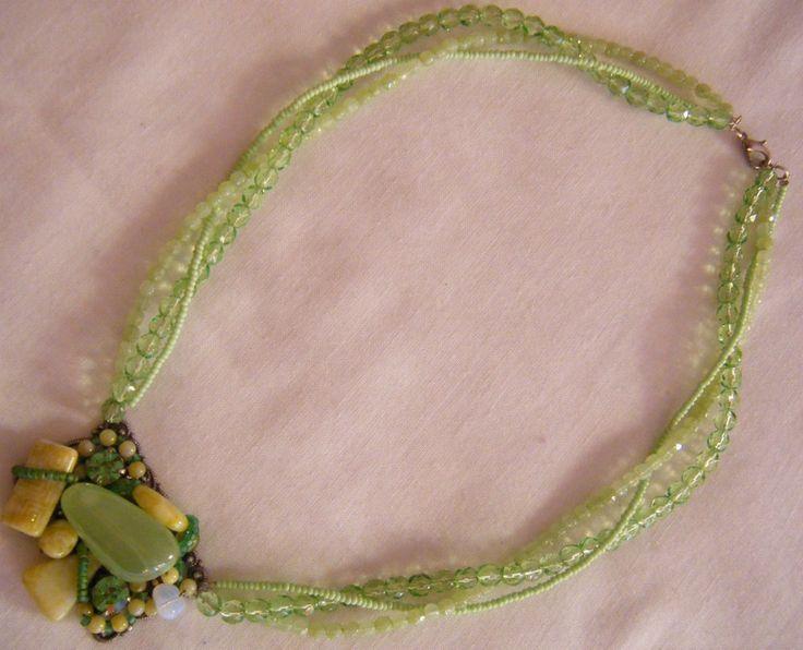 collana girocollo con mezzo cristallo verde