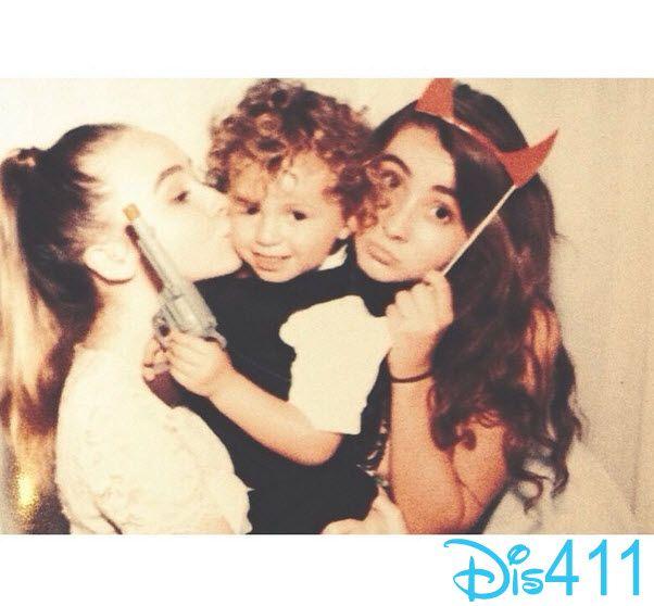 Photos: Sabrina Carpenter, Sarah Carpenter & August Maturos Family At A Wedding August 16, 2014