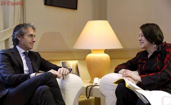 La comisaria europea urge a Fomento a poner fin al monopolio de la estiba