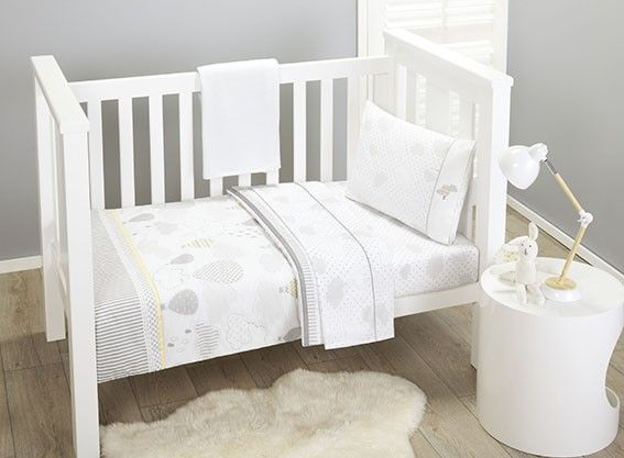 This gorgeous grey and white 5-piece cot starter set consists of Quilt, Fitted sheet, flat sheet, pillow case, and cotton blanket.