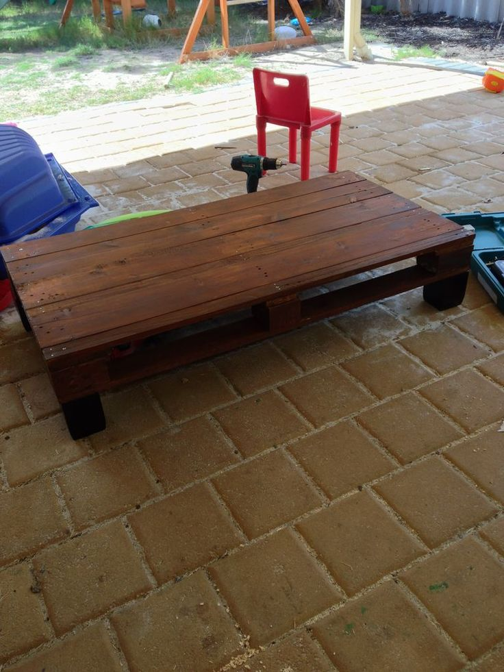 pallet coffee table i like this but maybe a little taller