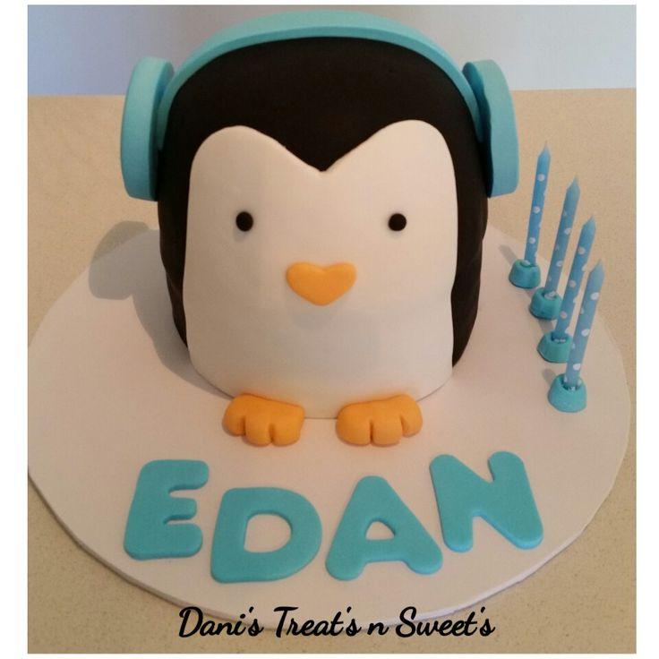 Penguin cake with headphones