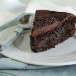 Το υπέρτατο σοκολατένιο νηστίσιμο κέικ που θυμίζει σοκολατόπιτα…