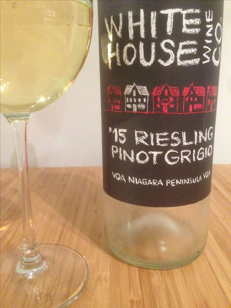 White House 2015 | riesling pinot grigio | ontario | 3.75 stars | lots of apples