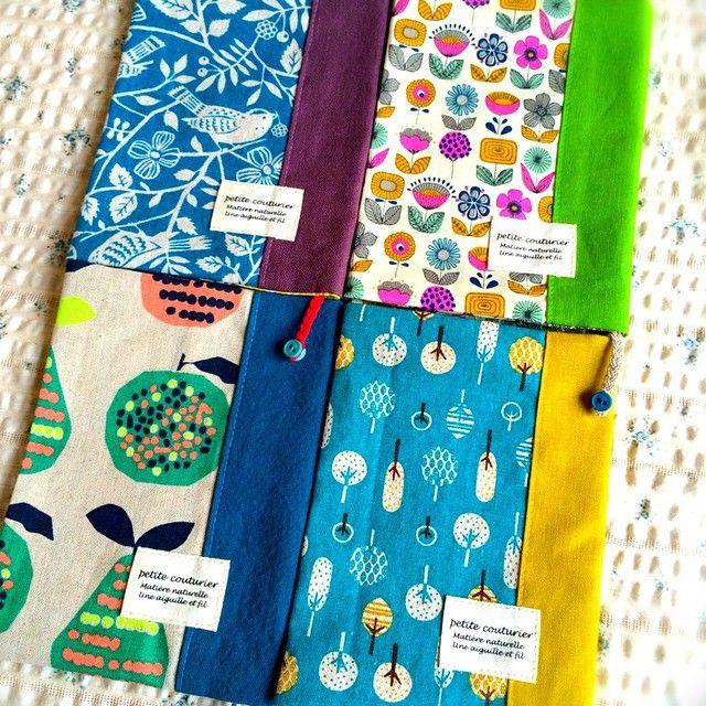 余った布を組み合わせて楽しく作る♬手作りのブックカバーアイデア!タグをつければグッと おしゃれな雰囲気に❤︎