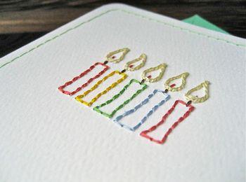 バースデーカードなどに、紙刺繍をしてみても良い雰囲気。 絵で描くよりも、どこかあたたかい印象を醸し出す紙刺繍。