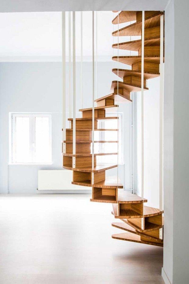 Wendeltreppe aus Holz und Stahl