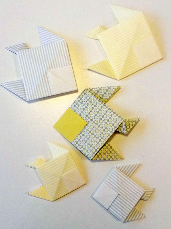Réalisez ce petit poisson en origami, le célèbre art japonais de pliage du papier. Ce pliage très simple amusera les enfants ! Il suffit d'une simple feuille de papier et d'un peu de patience pour fabriquer ce très joli poisson en papier !