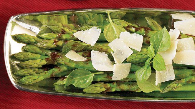 Asperges au parmesan râpé avec marinade balsamique aux figues et à l'érable | Recettes IGA