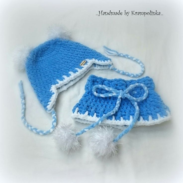 Blue crochet neckwarmer and hat with pompoms