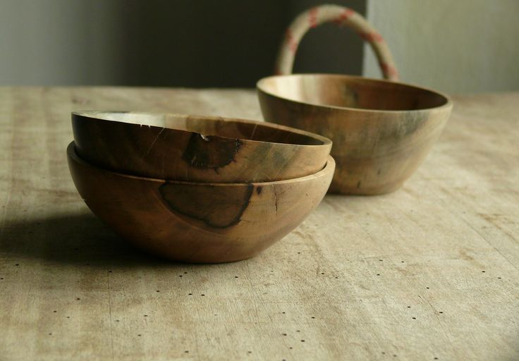 Little Bowls made of walnut